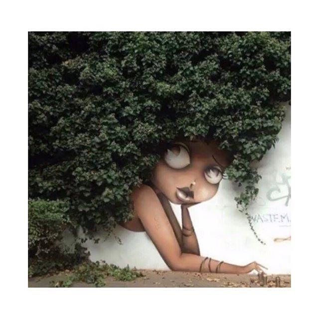Hidden beauty....happy hump day all! 🌿 . . . #fun #garden #gardens #floristlife #spring #springtime #happy #florist #graffiti #streetart #sassy #wednesday