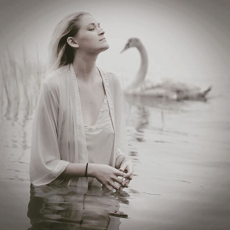 Throwback to @dutchdoscher taking this photo of me in Long Island Sound (basically, nyc) in December in icy water with swans (a few not pictured) as we hung and were strangely symbiotic in posing. One of the oddest; best shoots ever. #swanlake #greatneck #randomshots #nyc #swans  (at Great Neck, New York)