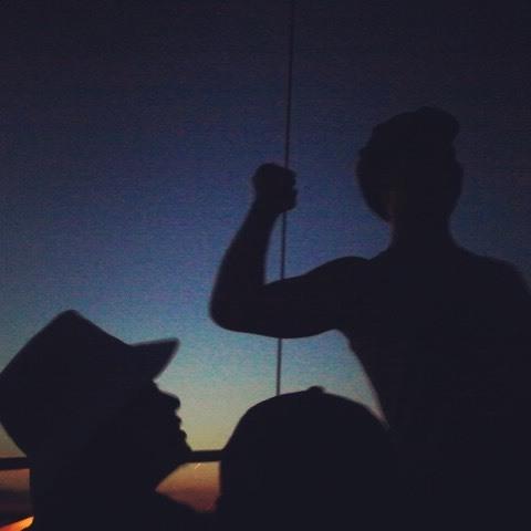 Last night on the sail. I love these silhouettes. #paintedbylight #blackandblue #sundown #libbybday#ct #donkeykong #dinkykong