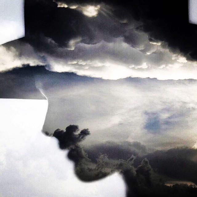Brain fog #blackandblue #airbound #paintedbylight  http://ift.tt/1xw2gOn