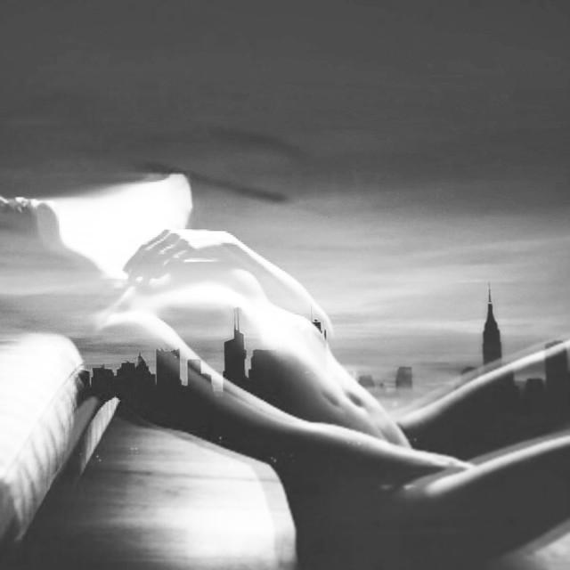 #whatsyourGPS? #blackandwhite #nyc #monochrome #noir @bnw_switzerland @laszlo_  http://ift.tt/1qV92fH