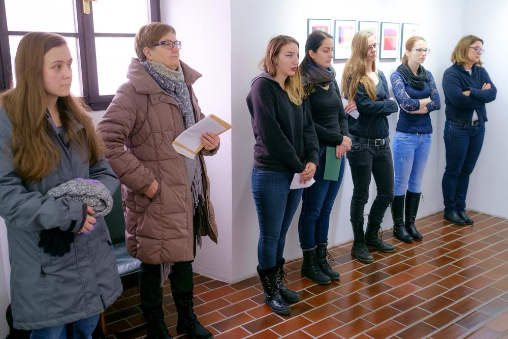 1 vodenje po razstavi fotograf in kustus-MediaNox-Maribor-16.jpg