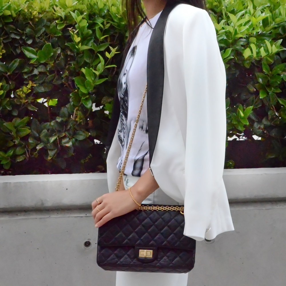 Just Goh With It-Outfits-eleven-paris-kate-moss-ayr-jeans-ragandbone-white-blazer-alexander-wang-sandals-chanel-3.jpg
