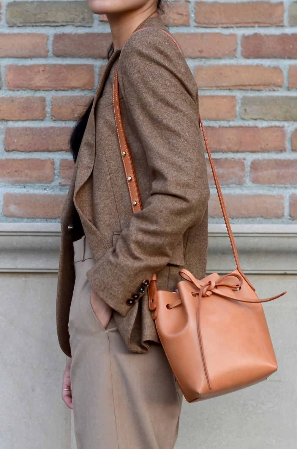 Just Goh With It-Outfit-shopstyle-dressforsuccess-zara-camel-wide-leg-pants-massimo-dutti-blazer-mansur-gavriel-mini-bucket-bag-6.jpg