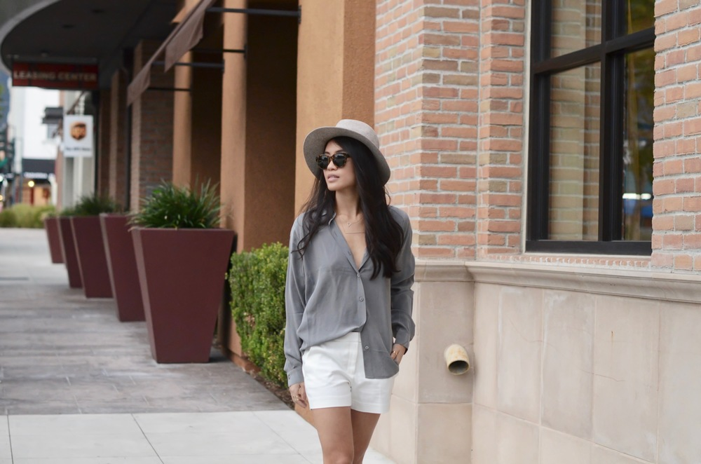 Just Goh With It-Outfits-summer-grey-shorts-hat-chloe-fringe-sandals-3.jpg
