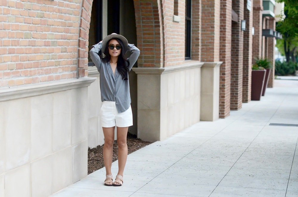 Just Goh With It-Outfits-summer-grey-shorts-hat-chloe-fringe-sandals-5.jpg