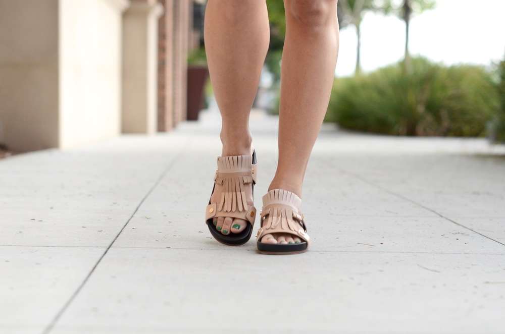 Just Goh With It-Outfits-Suede-jacket-chloe-fringe-sandals-8.jpg