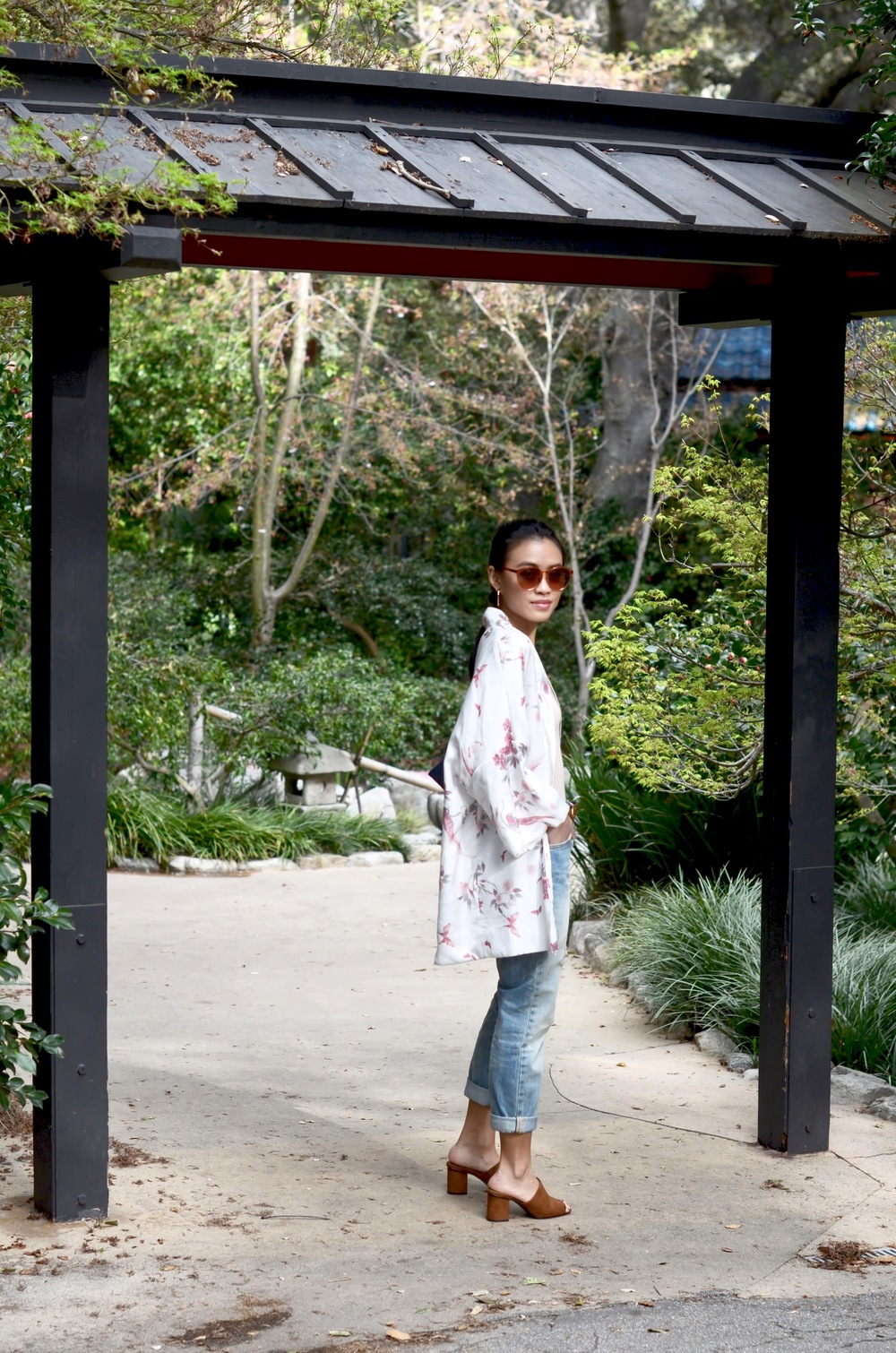 Just Goh With It-Outfit-Descanso-Gardens-Levis-Jeans-Bodysuit-Mules-Kimono-Cardigan-7.jpg