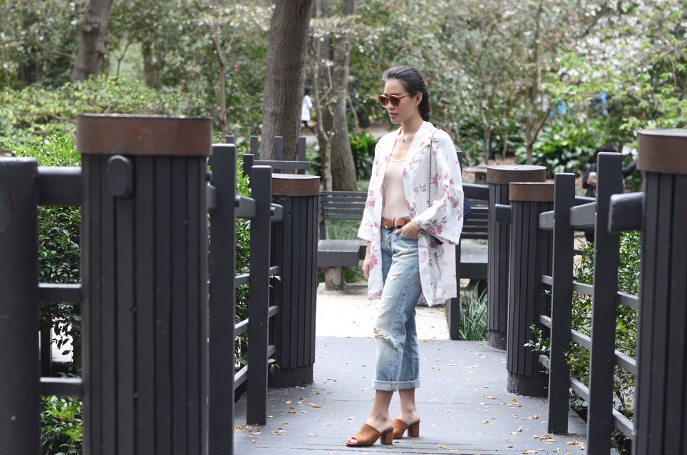 Just Goh With It-Outfit-Descanso-Gardens-Levis-Jeans-Bodysuit-Mules-Kimono-Cardigan-2.jpg