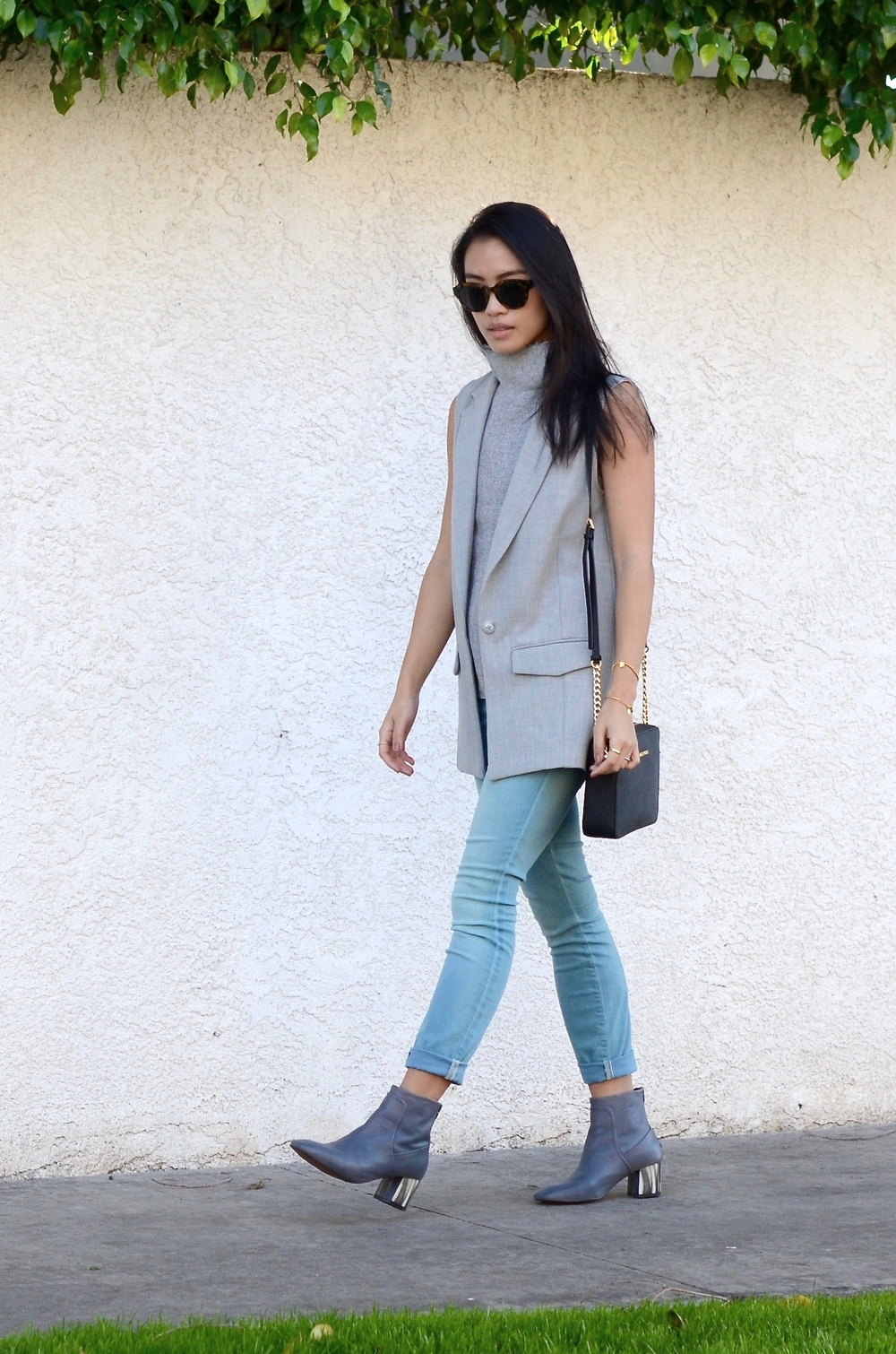 Just Goh With It-los-angeles-fashion-style-blogger-Outfit-sleeveless-blazer-mock-neck-top-5.jpg