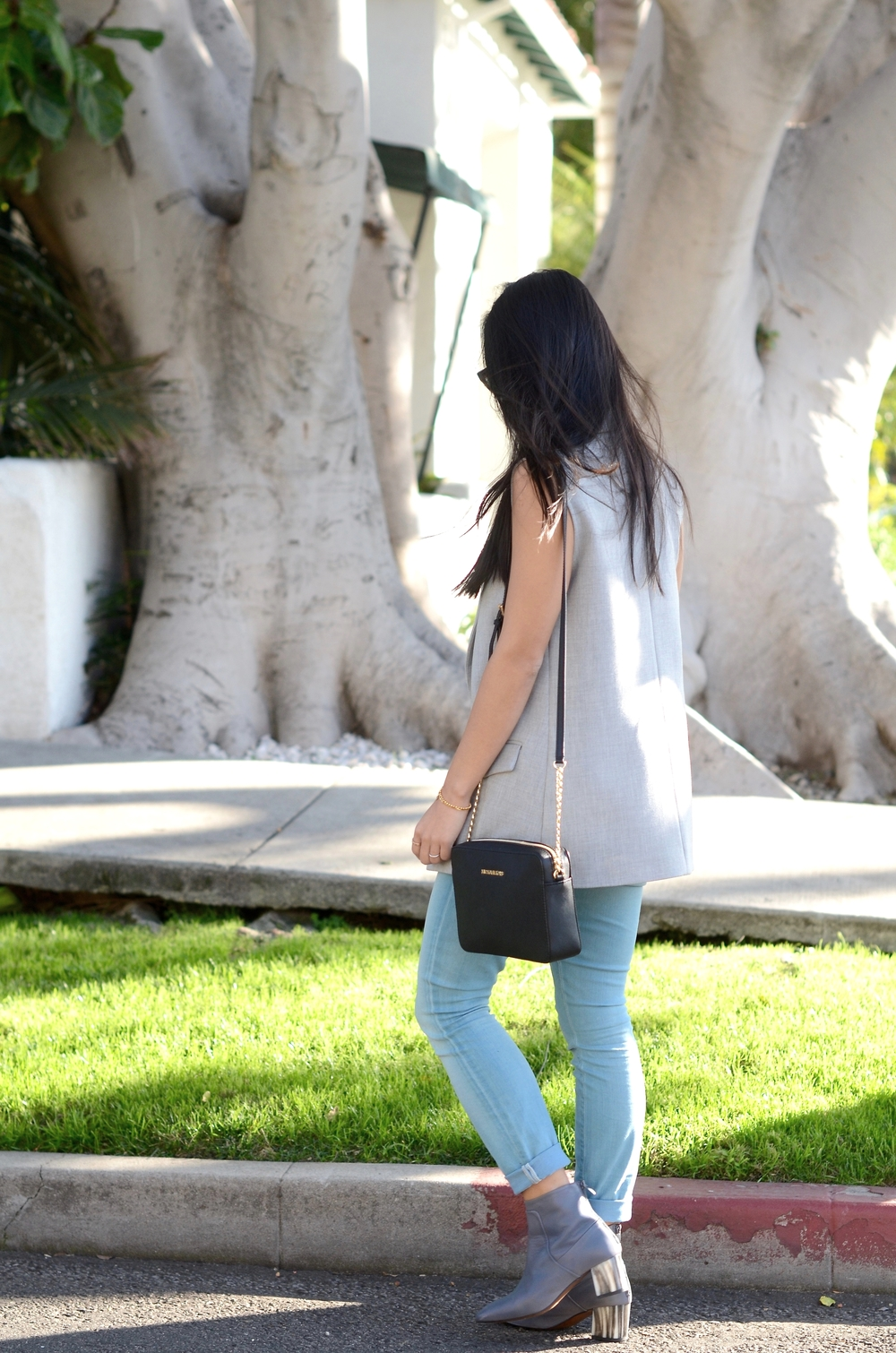 Just Goh With It-los-angeles-fashion-style-blogger-Outfit-sleeveless-blazer-mock-neck-top-8.jpg