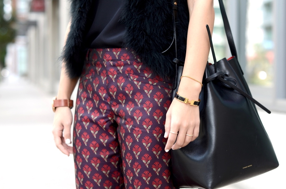 Just Goh With It-Outfit-topshop-feather-vest-club-monaco-jacquard-printed-pants-mansur-gavriel-bucket-bag-illesteva-4.jpg