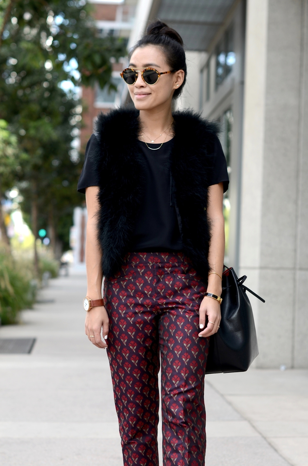 Just Goh With It-Outfit-topshop-feather-vest-club-monaco-jacquard-printed-pants-mansur-gavriel-bucket-bag-illesteva-7.jpg
