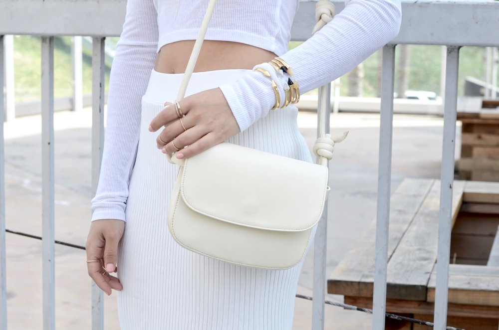 Just Goh With It-Outfits-All-White-Knits-Crop-Topshop-Zara-Oxfords-4.jpg