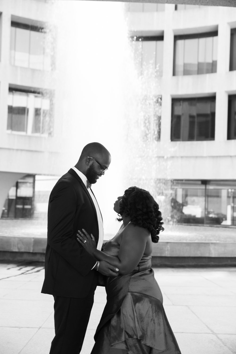 Washington DC Wedding Photographers Hishhorn Engagement-3.jpg
