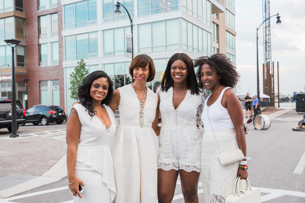 Best Portrait Photographers in Baltimore Diner en Blanc special appearance Mayor katherine Pugh.jpg