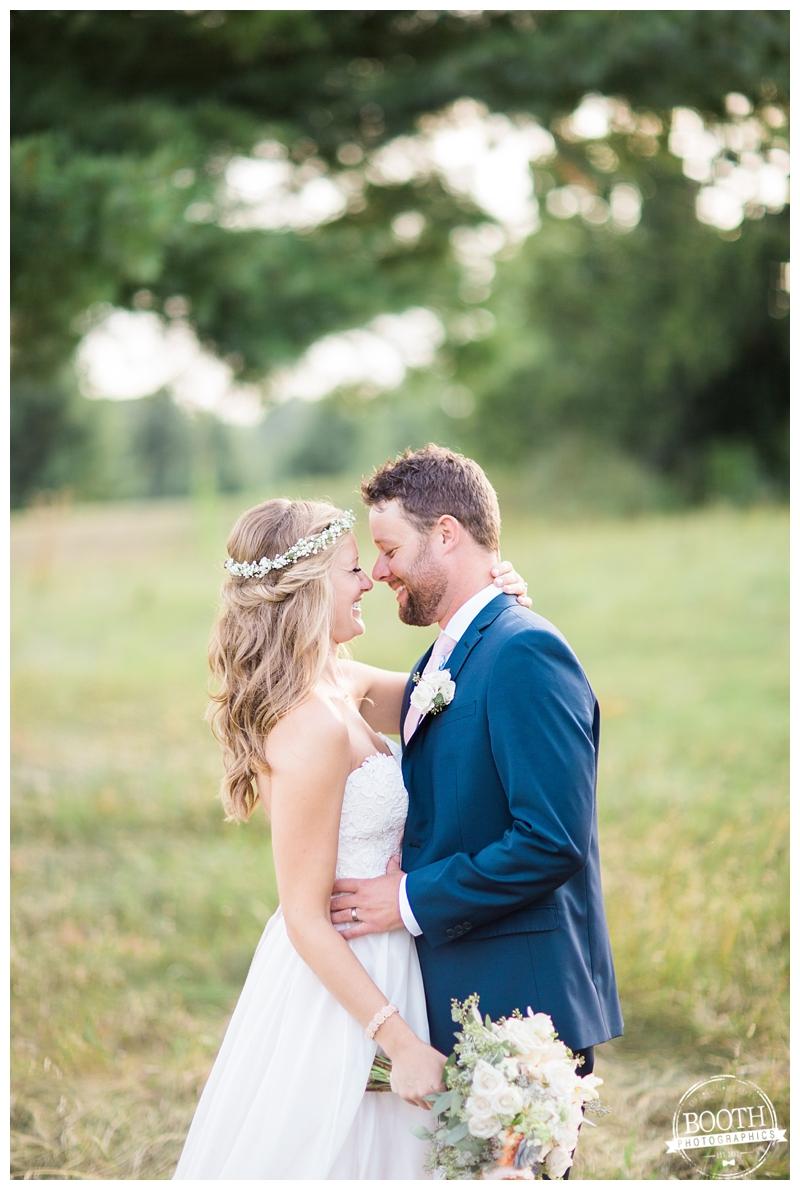 couple enjoying their outdoor Wisconsin wedding