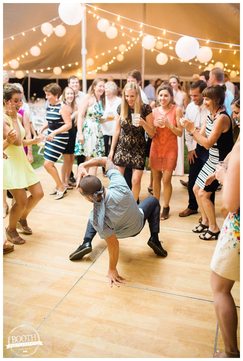 wedding guest breaking it down on the dance floor at a wedding