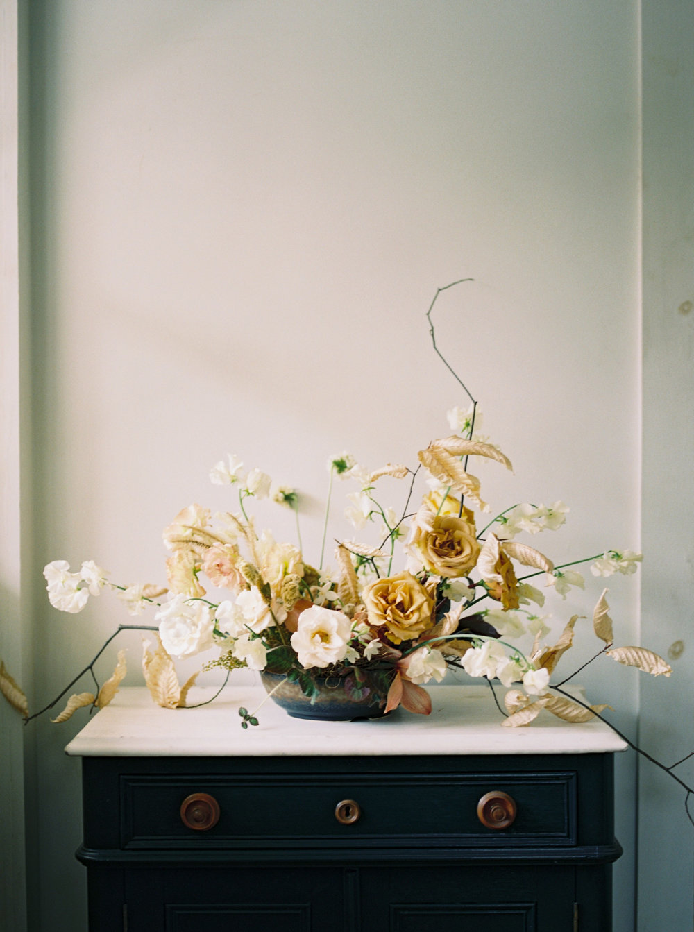 textural floral arrangement by Kelly Lenard at Foxfire Mountain House in the Catskills, NY