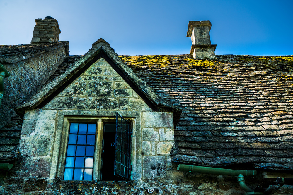 Arlington Row, Bibury, Cotswolds AONB, England, UK. Sony A7rII, Sony 24-70mm f/4 at 34mm, ISO 200, f/8, 1/250th. Edited in Lightroom and Photoshop.