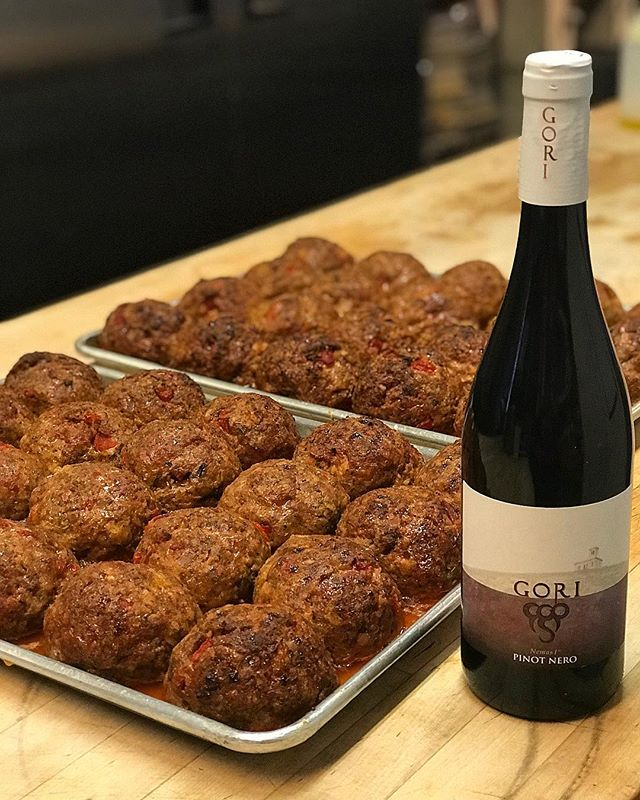||Come for the food, stay for the wine|| Thank you to our good friends at @friulitalianwines for the delicious Gori Pinot Nero. We love this wine with our house made meatballs and hand made pasta!  #thepastaria #meatballs #italian #italianfood #viniitaliani #losgatos #italy #drinkitalian #eatitalian #bayarea