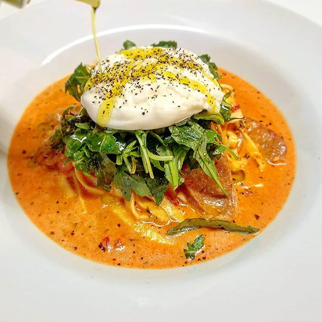 Come in tonight for this mouth watering special! Housemade fettuccine pasta in a creamy tomato sauce with spicy italian sausage. We garnish this dish with some dressed arugula, burrata cheese, salt, pepper, and extra virgin olive oil. Need wine pairing suggestions...we have you covered! #burrata #arugula #freshpasta #losgatos #bayarea #italianfood #italian #thepastaria #losgatosfoodie