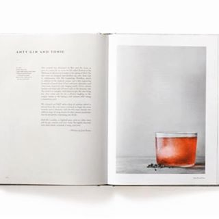 Happy weekend! We could so go for this anty gin and tonic with ant infused gin and cochineal to kick it off. Recipe is from the beautiful new book On Eating Insects. We're offering a 30% discount with code INSECT30 ... link in profile.