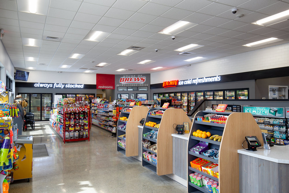 15_ThompsonPhotography_20180607_Pete's+Convenience+Store.jpg