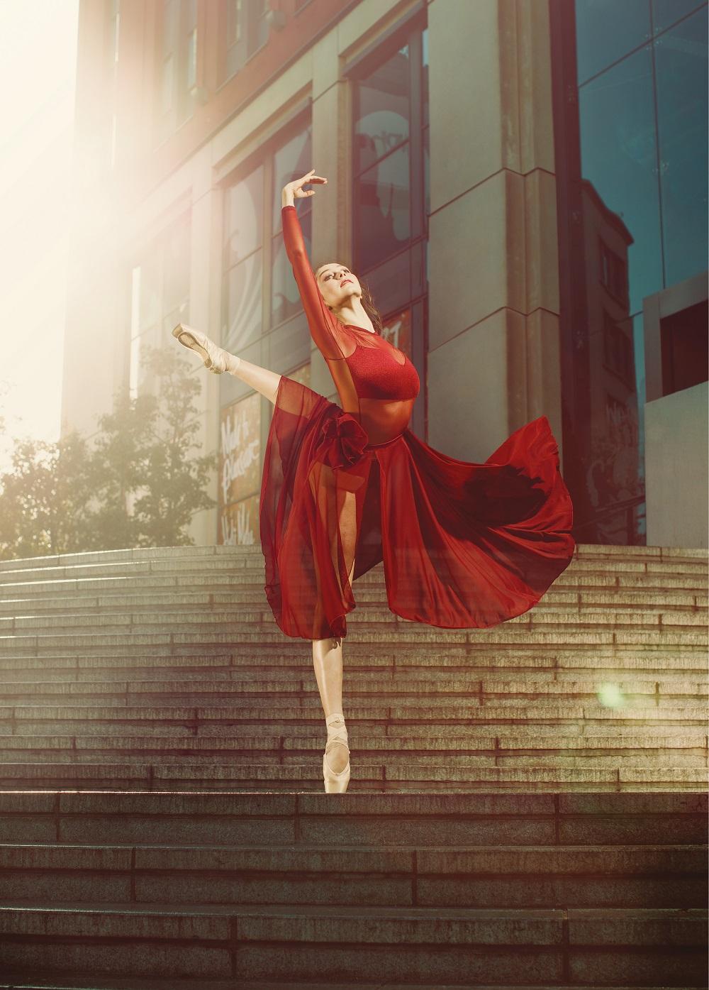 Elmhurst Ballet School student Amelia Hancock at Mailbox Birmingham. Photography Ian Winstanley.jpg