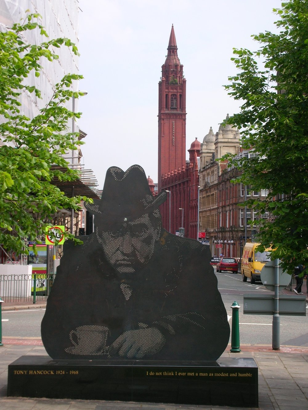 Tony_Hancock_in_Old_Square_Birmingham.jpg
