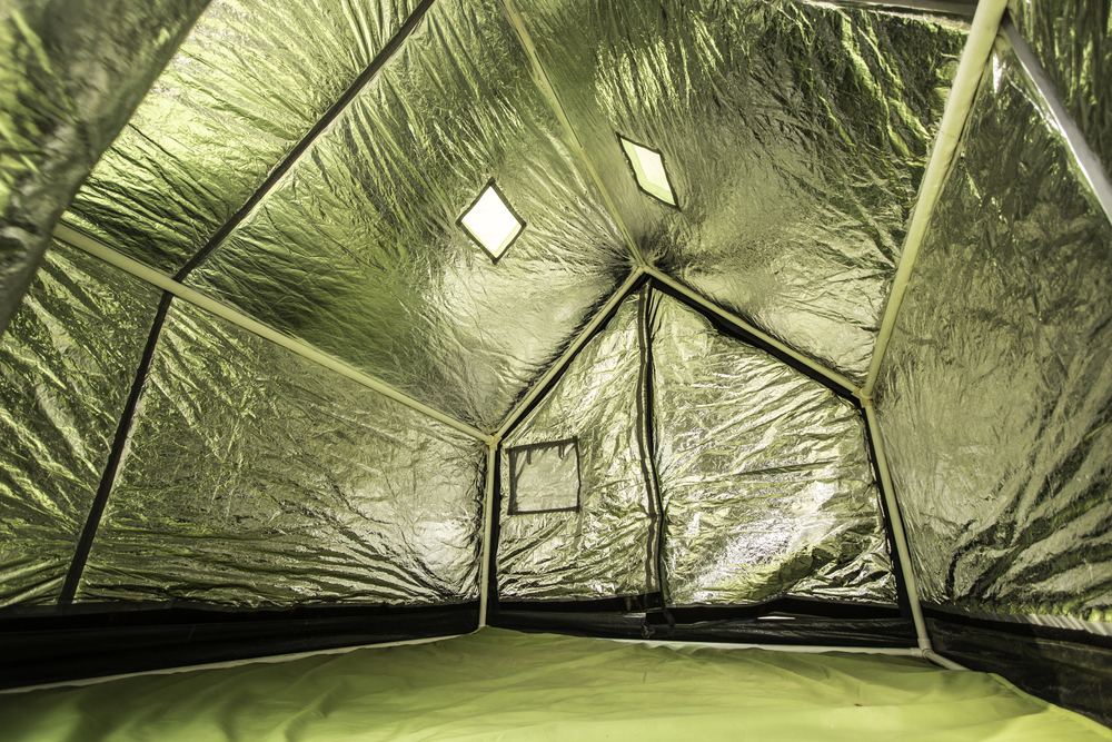 One side of the tent has a reflective coating that can be reversed depending on the environment. OK just found this picture saying comfortable up to 0 deg ... & BillionBricks a reflective tent u2013 El Coreanito