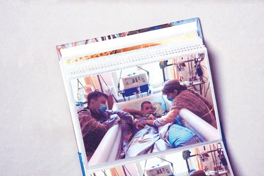 Meine Eltern wachten täglich an meinem   Krankenbett. Anfangs im Vivantes Klinikum   Neukölln und später in der weiter entfernten   Neurologischen Rehabilitationsklinik Beelitz.