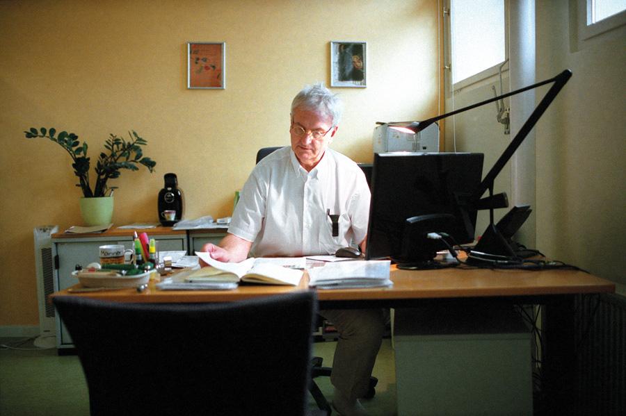 Prof. Dr. med. Diethard Steube. Chefarzt   der Abteilung Neurologie des ZAR.