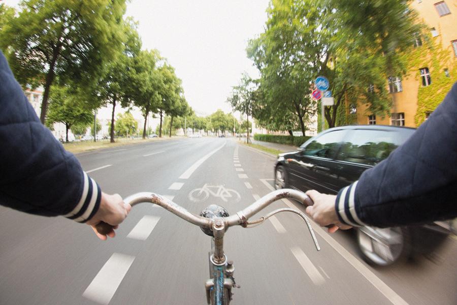 H eute fahre ich lieber denn je Fahrrad. Natürlich mit größter Vorsicht und Helm.
