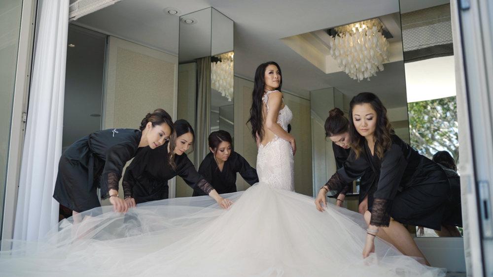 bride in galia lahav, cap estel wedding