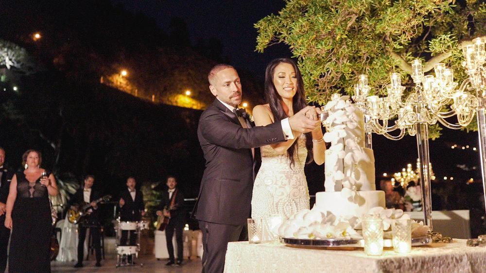 cake cutting in cap estel wedding