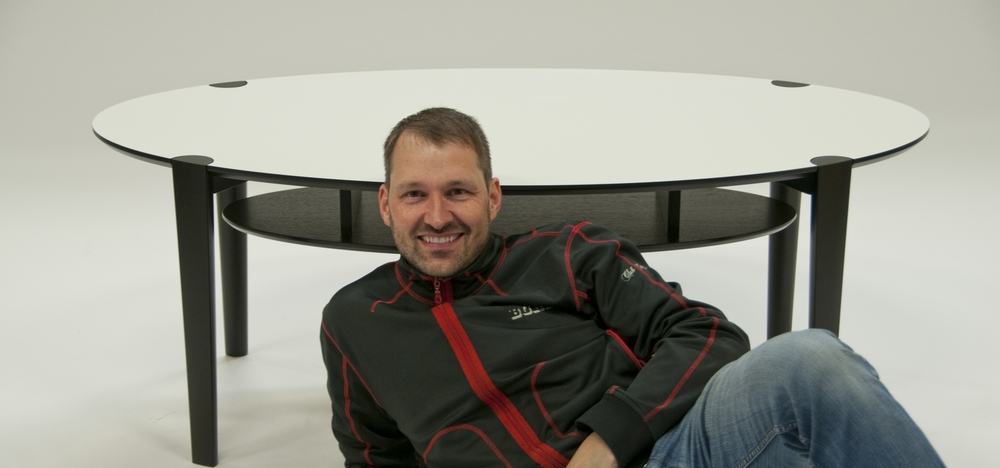 Samir in front of  SPIGO soffbord