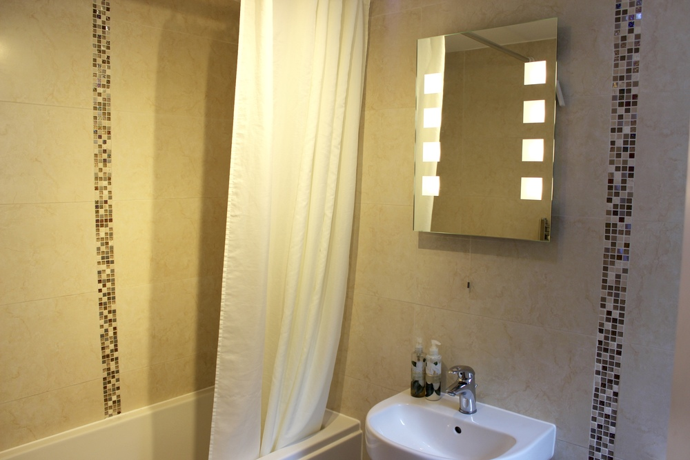 magnolia-shower-bath-ensuite-bed-and-breakfast-york
