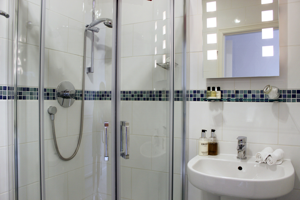 petunia-ensuite-bathroom-shower-bed-and-breakfast-york