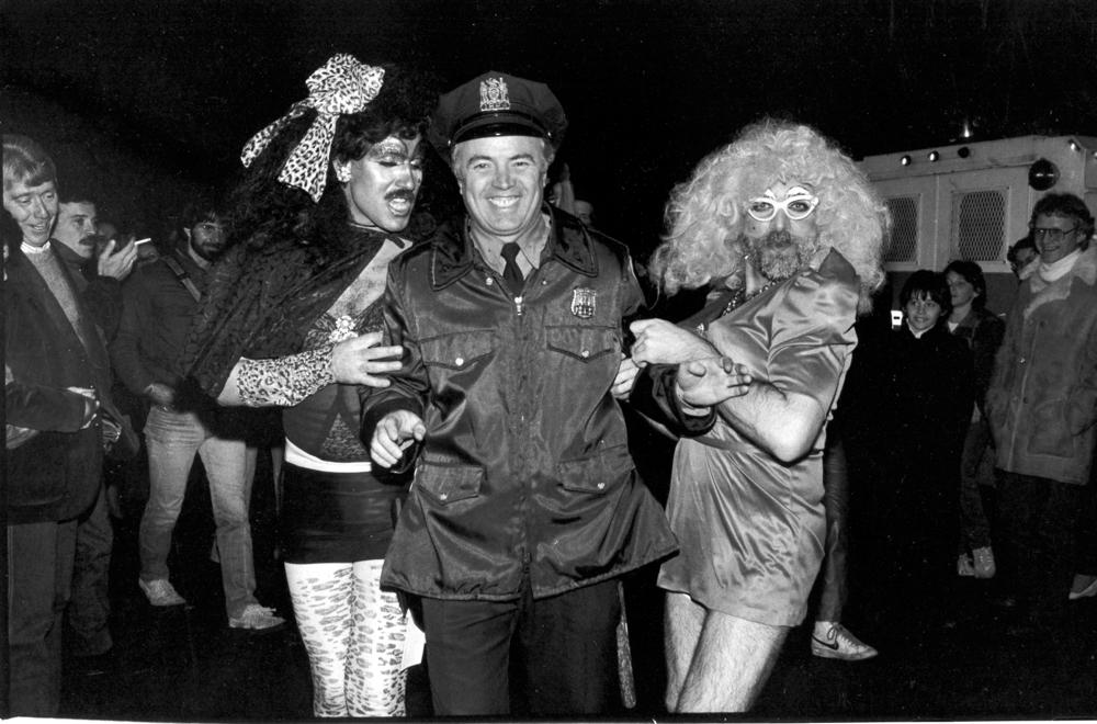 2 queens&cop, halloween.jpg