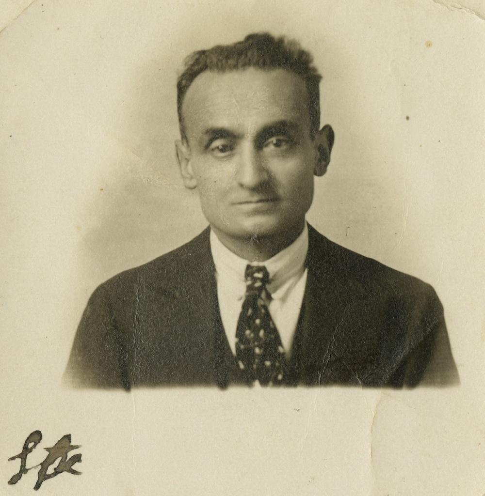 portrait1930.jpg