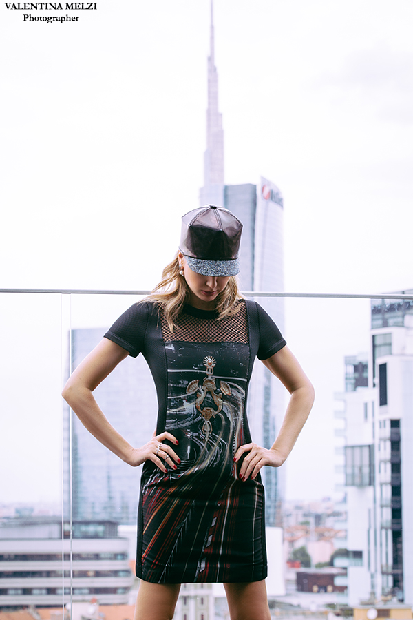 Elena Barolo fashion bolgger - wears AntPitagora Tokyo door knocker FW.2015/16 collection - Milano City Life  Ph. by Valentina Melzi