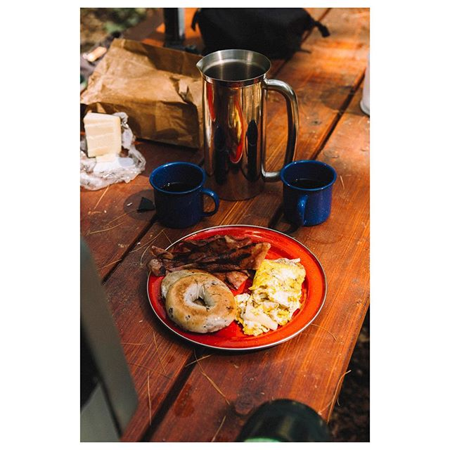 A couple of pine needles just adds extra flavor. Does anyone have any extra exciting breakfast options that they can't live without on the road? #hipcamp #offgrid #campcooking