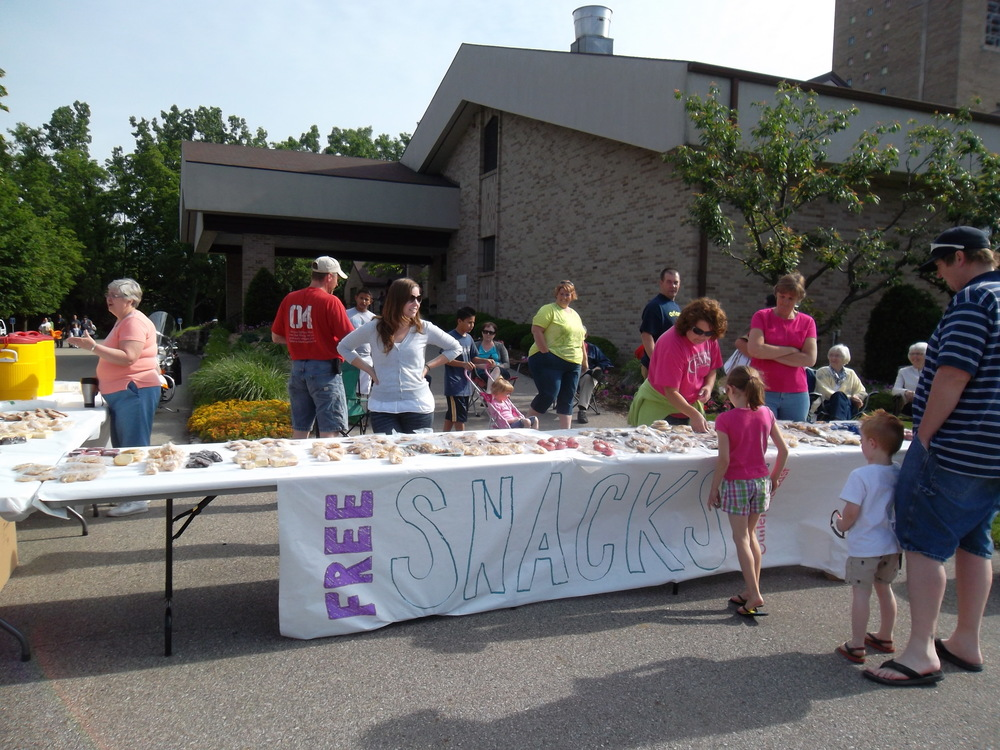 Handing out snacks at Cutlerville Days!