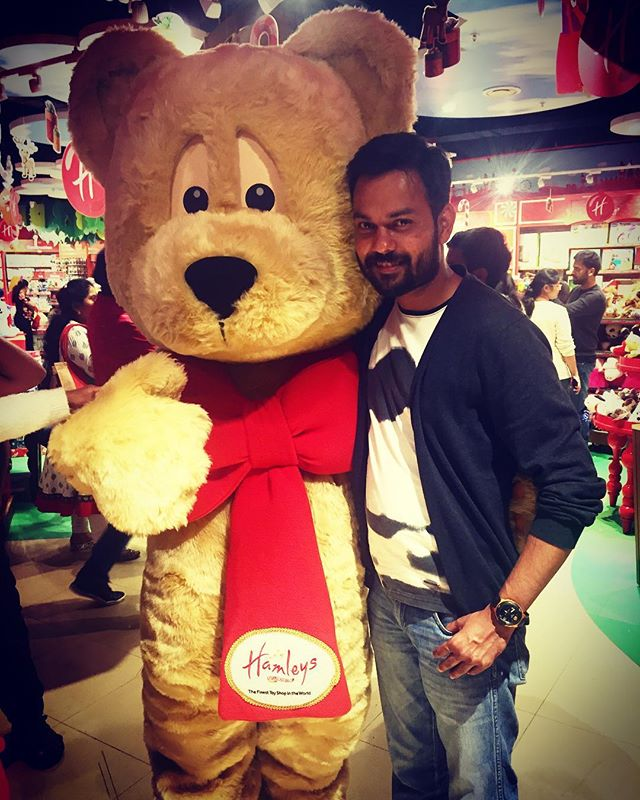 The kid in me couldn't stay inside at the Hamleys Store. Life was so wonderful as a kid - no stress, no worries, the best phase in our lives given by God 😊
