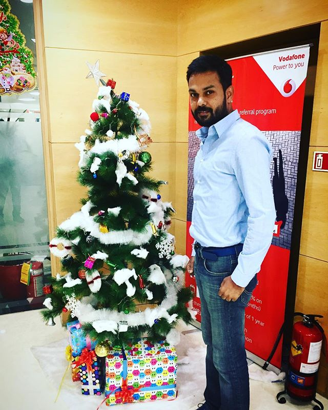 A well decorated workspace during the festive season gives immense happiness to the soul and creates positivity around you. Trying to make the best memories out of the last few days of 2017 😊🙏🏼