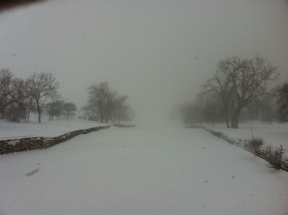 Fullerton_harbor_looking_south_Chicago_Feb_2_2011_storm.JPG