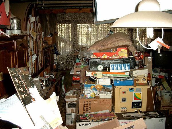 600px-Compulsive_hoarding_Apartment.jpg