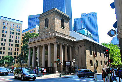 King's Chapel in Boston. Built in 1749, originally to host an Anglican (Episcopalian) congregation, it later became a quirky Unitarian church that kept some Episcopal aspects.