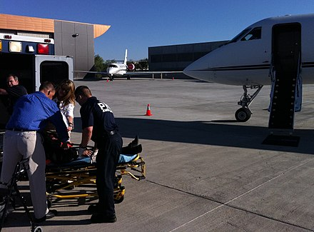 440px-Gulfstream_Air_Ambulance_being_loaded_with_patient_by_medics_and_nurses_for_a_Mercy_Jets_medical_transport.jpg